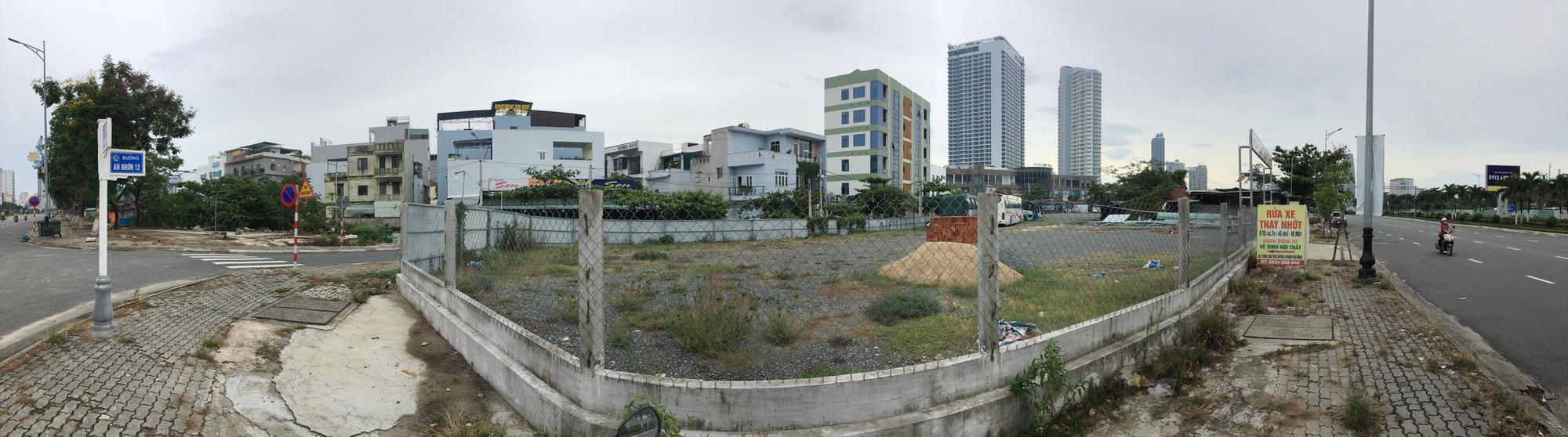 Cận cảnh hai khu đất sát Vincom Đà Nẵng sẽ đấu giá làm bãi đỗ xe - Ảnh 2.
