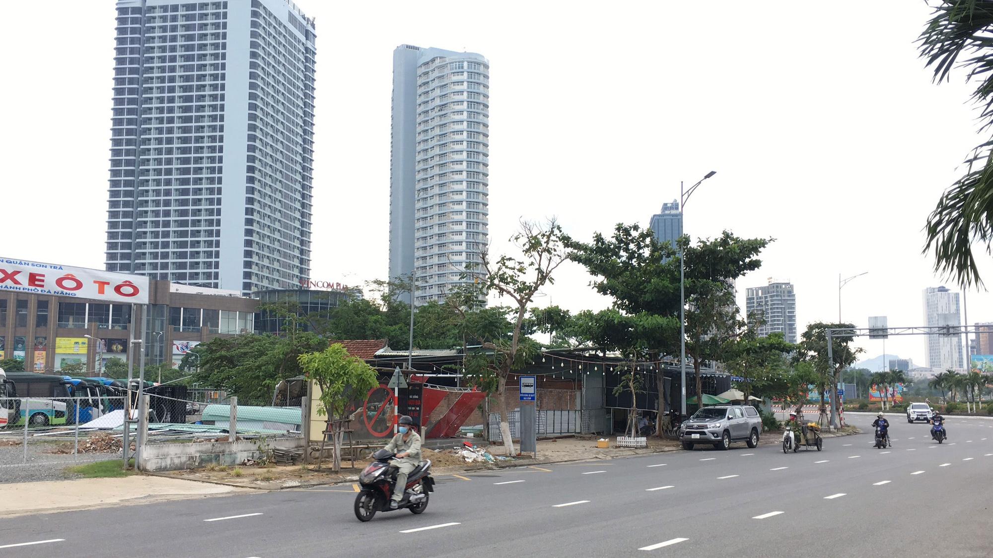 Cận cảnh hai khu đất sát Vincom Đà Nẵng sẽ đấu giá làm bãi đỗ xe - Ảnh 6.