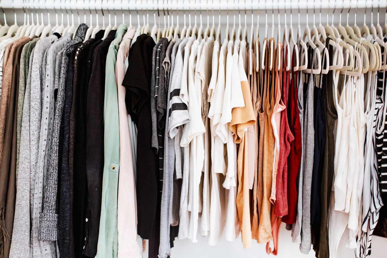 Mách bạn 5 cách sắp xếp tủ quần áo thông minh nhất - Ảnh 1.