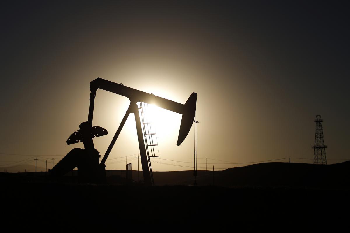 Giá xăng dầu hôm nay 16/6: Giá dầu vẫn duy trì đà tăng hơn 1% - Ảnh 1.