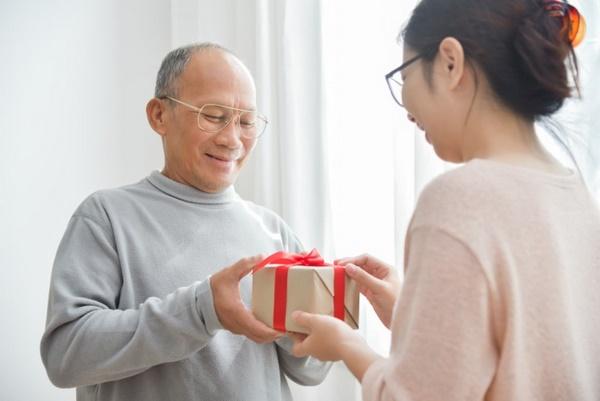 Gợi ý 5 cách làm bất ngờ cho cha đơn giản mà ý nghĩa - Ảnh 1.