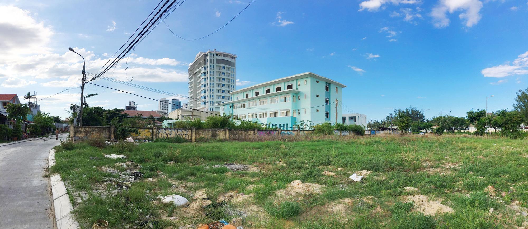 Cận cảnh hai khu đất sát bãi biển Mỹ Khê đẹp nhất Đà Nẵng sẽ đấu giá làm bãi đỗ xe - Ảnh 6.