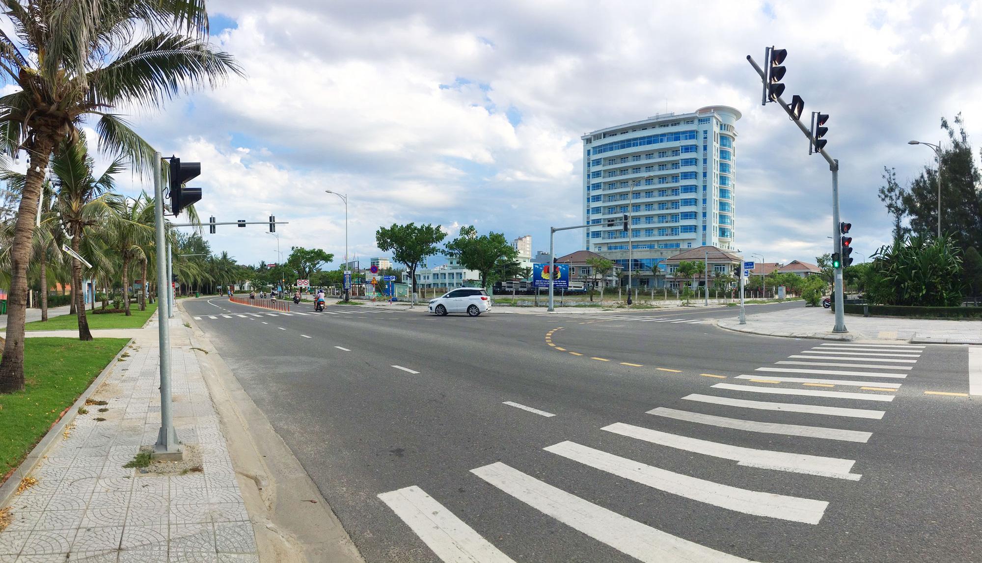 Cận cảnh hai khu đất sát bãi biển Mỹ Khê đẹp nhất Đà Nẵng sẽ đấu giá làm bãi đỗ xe - Ảnh 2.
