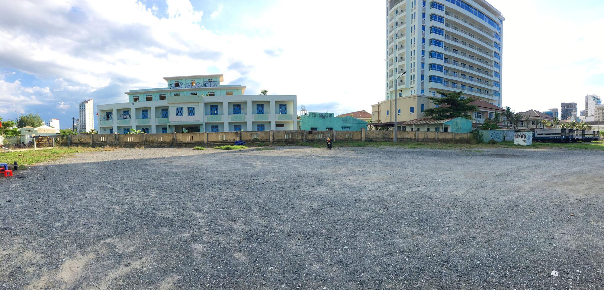 Cận cảnh hai khu đất sát bãi biển Mỹ Khê đẹp nhất Đà Nẵng sẽ đấu giá làm bãi đỗ xe - Ảnh 8.