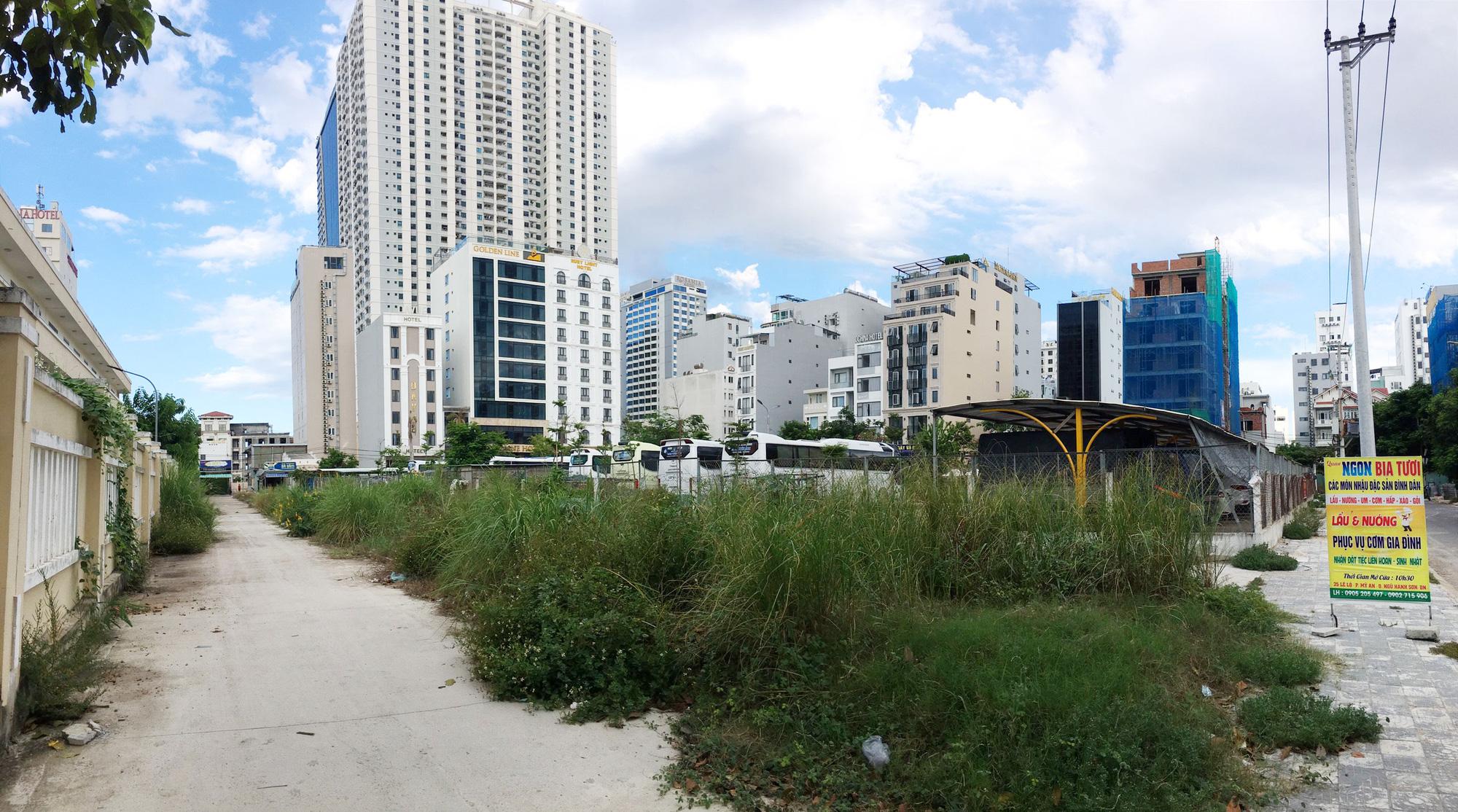 Cận cảnh hai khu đất sát bãi biển Mỹ Khê, Đà Nẵng sẽ đấu giá làm bãi đỗ xe - Ảnh 12.