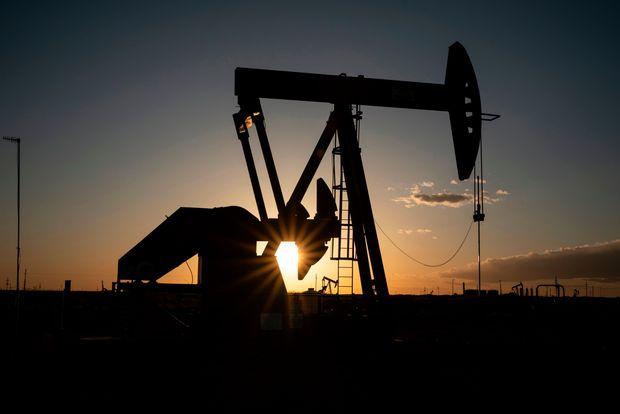 Giá xăng dầu hôm nay 22/6: Giá dầu tiếp tục đà tăng do đồng đô la giảm - Ảnh 1.