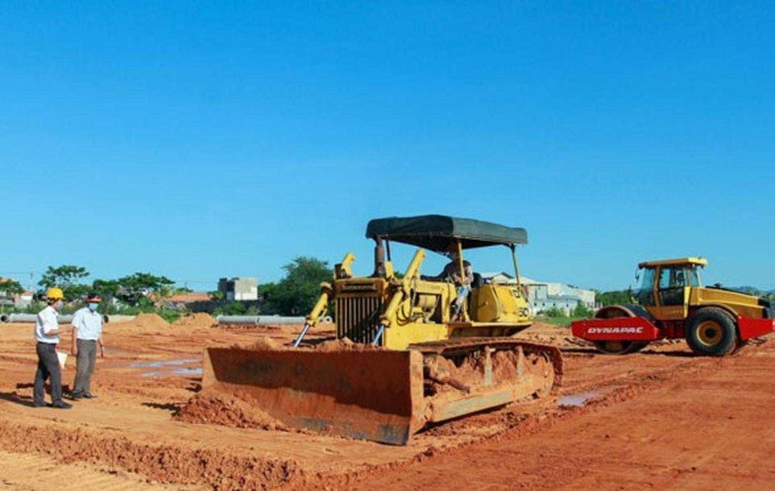 Ninh Thuận: Đường đôi hơn 500 tỷ đồng vào TP Phan Rang - Tháp Chàm dự kiến thông xe cuối năm nay - Ảnh 1.