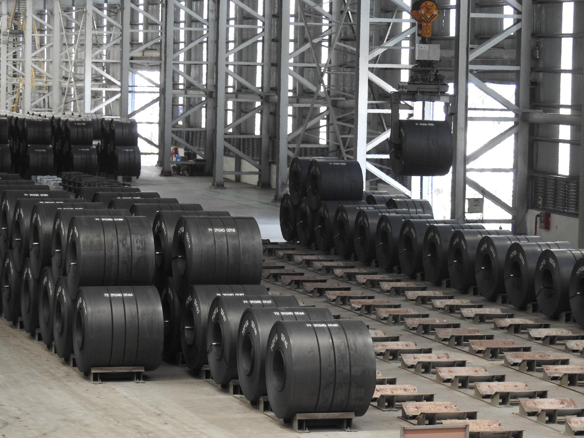 Hòa Phát tiêu thụ 695.000 tấn thép, giảm 20% so với tháng trước - Ảnh 1.