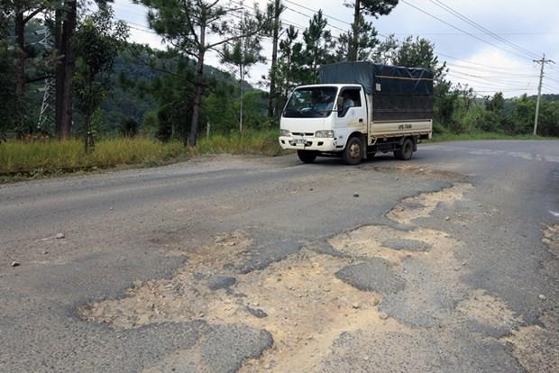 Lâm Đồng: Sửa chữa mặt đường Quốc lộ 20 đoạn đèo Mimosa - Ảnh 1.
