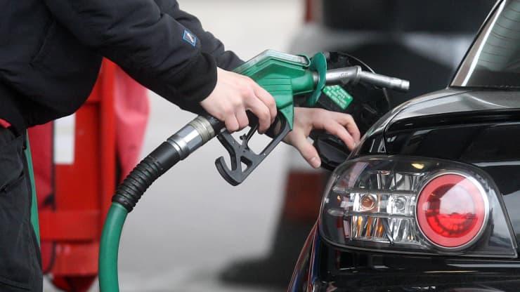 Giá xăng dầu hôm nay 24/7: Ít biến động trong phiên giao dịch cuối tuần - Ảnh 1.