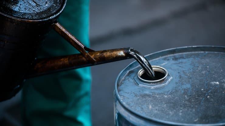 Giá xăng dầu hôm nay 29/7: Tăng trở lại do lo ngại nguồn cung thiếu hụt - Ảnh 1.