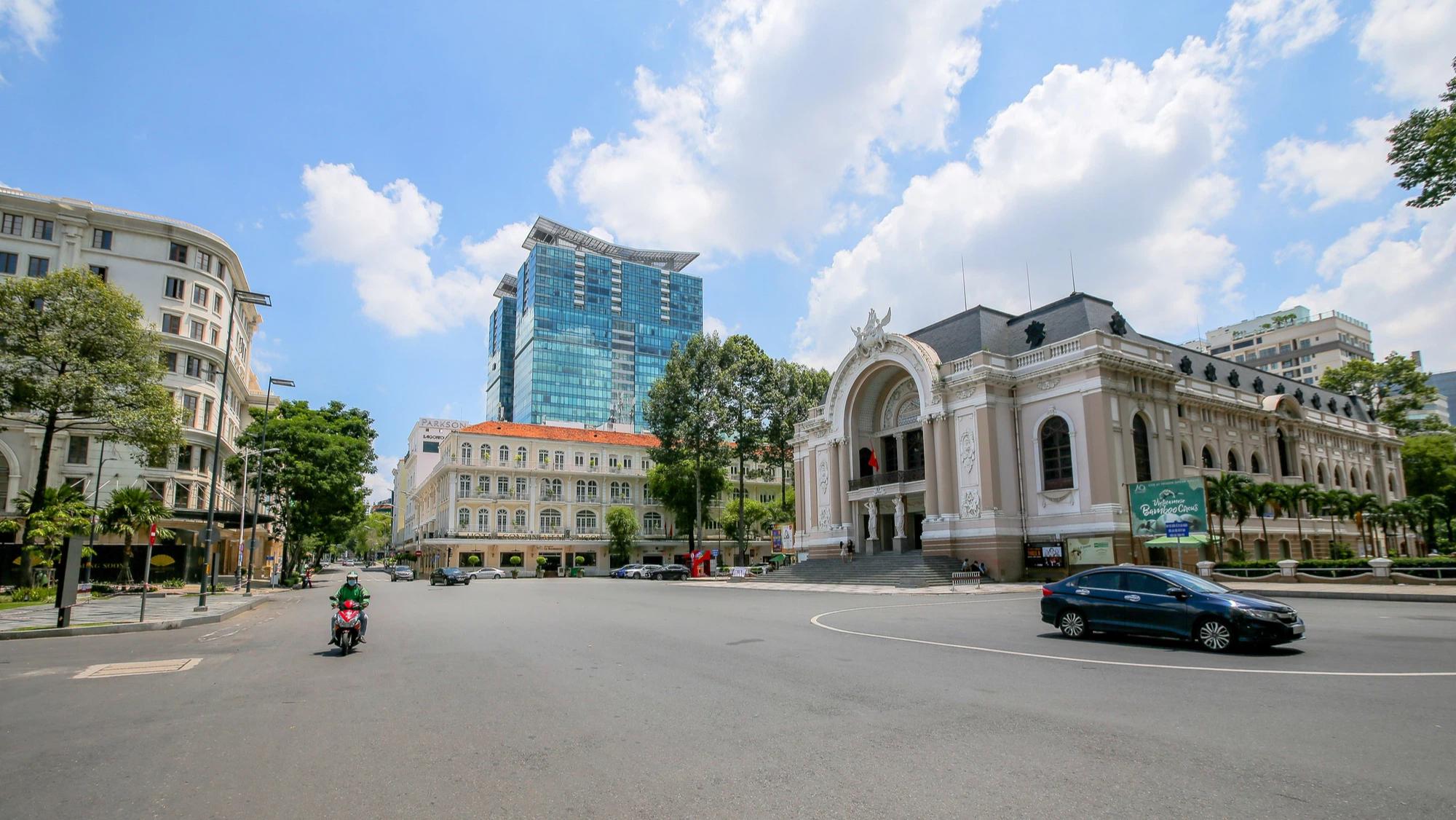Khách sạn tại TP HCM rao bán khắp nơi, chủ đầu tư kiệt quệ - Ảnh 1.