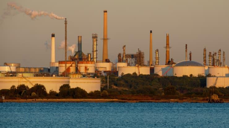 Giá xăng dầu hôm nay 31/7: Giữ đà tăng liên tiếp trong tuần do cầu vượt quá cung - Ảnh 1.