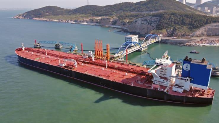 Giá xăng dầu hôm nay 3/8: Điều chỉnh giảm do ngại cung vượt cầu - Ảnh 1.