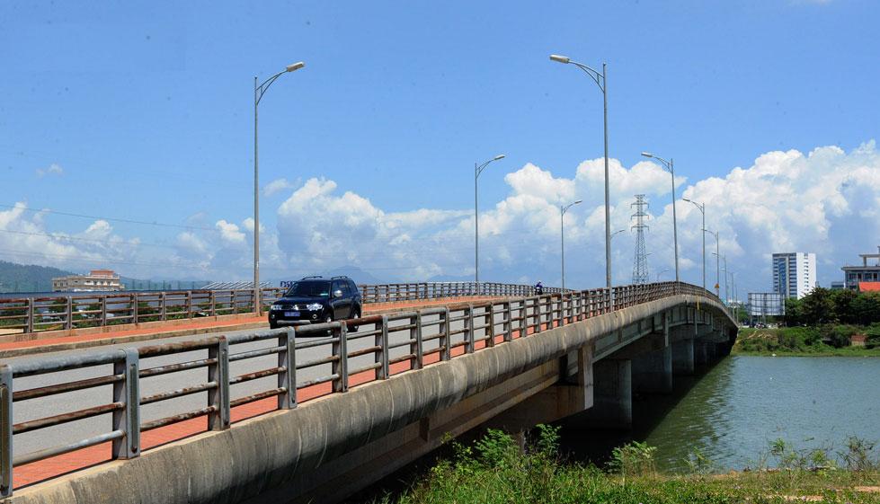 Đà Nẵng dự chi 410 tỷ đồng mở rộng cầu sang KĐT sinh thái Hoà Xuân và làm cầu vượt trên đường CMT8 - Ảnh 1.