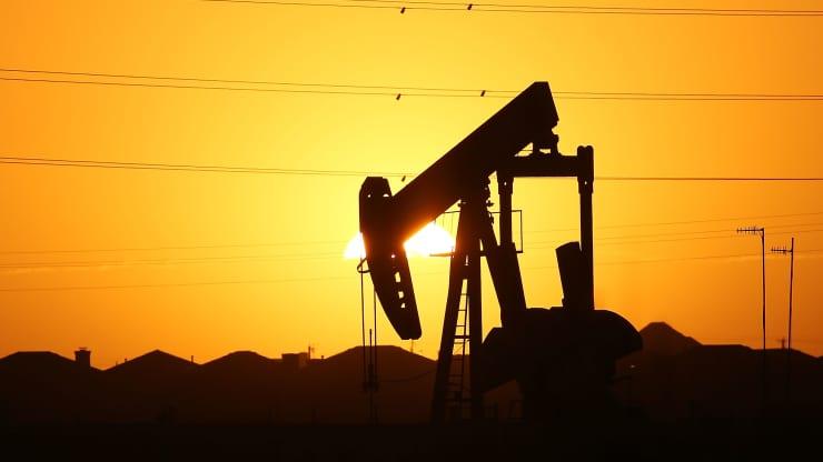 Giá xăng dầu hôm nay 5/8: Tiếp tục giảm lần thứ ba liên tiếp do lo ngại cung vượt cầu - Ảnh 1.