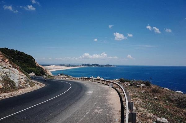 Bình Định thúc tiến độ dự án đường ven biển hơn 2.600 tỷ đồng - Ảnh 1.