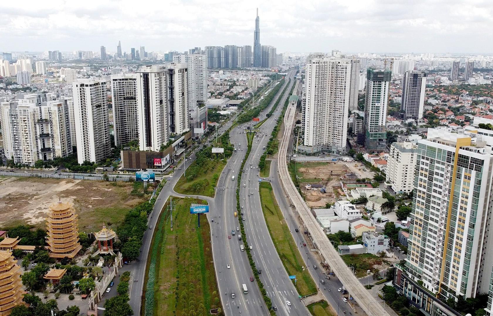 Bất động sản đã tác động đến quá trình đô thị hóa của TP HCM ra sao? - Ảnh 1.