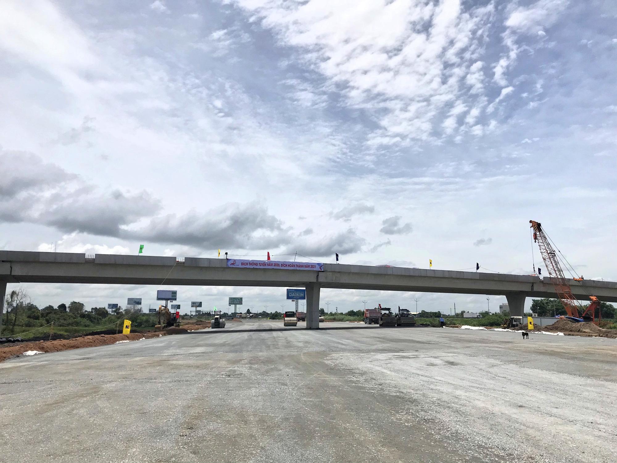 Vì sao tiến độ thi công cao tốc Mỹ Thuận - Cần Thơ bị chậm? - Ảnh 1.