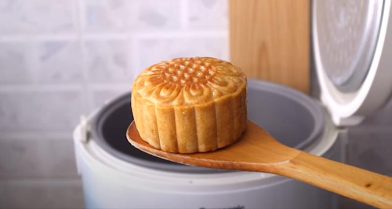 Tham khảo 3 cách làm bánh Trung thu không cần lò nướng đơn giản - Ảnh 4.