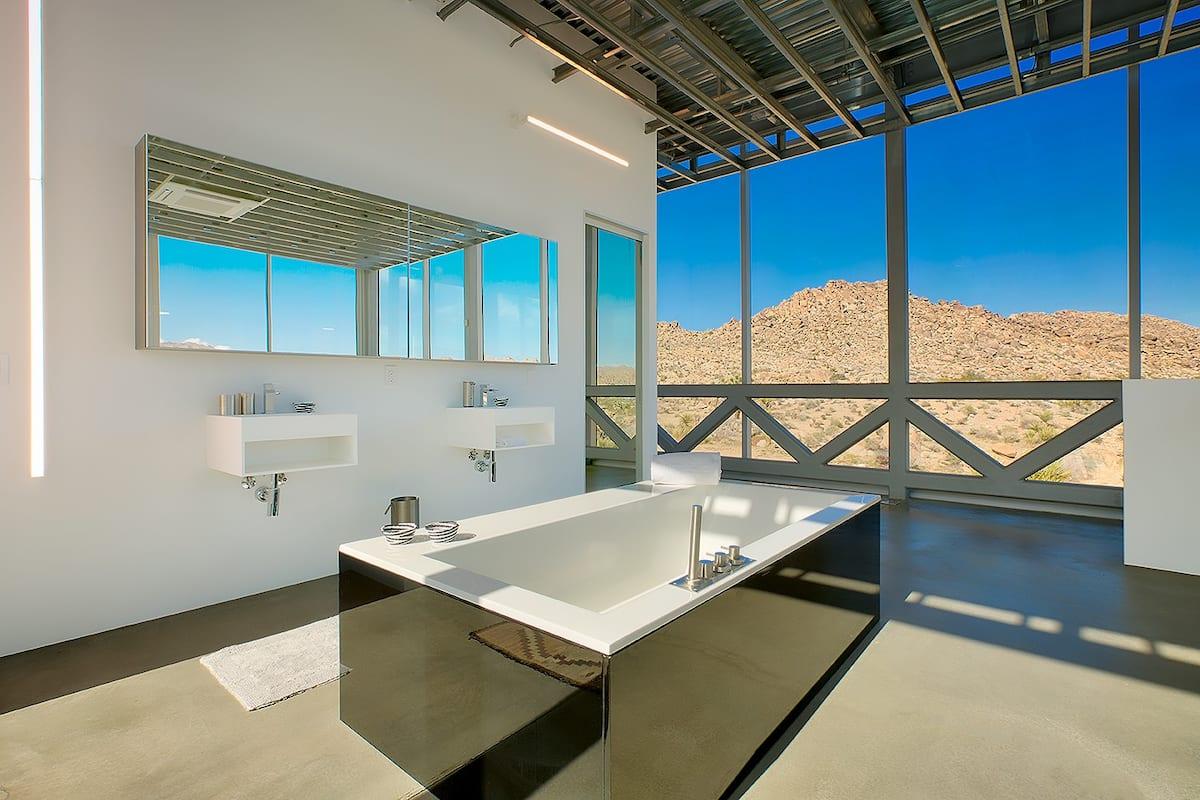 Khám phá ngôi nhà 'vô hình' giữa vùng sa mạc rộng lớn ở Mỹ - Ảnh 6.