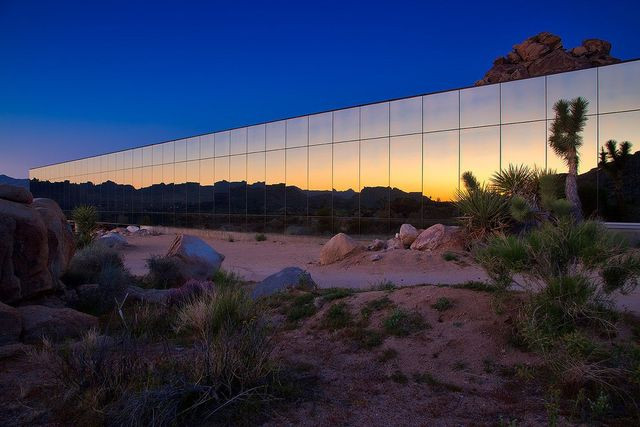 Khám phá ngôi nhà 'vô hình' giữa vùng sa mạc rộng lớn ở Mỹ - Ảnh 7.