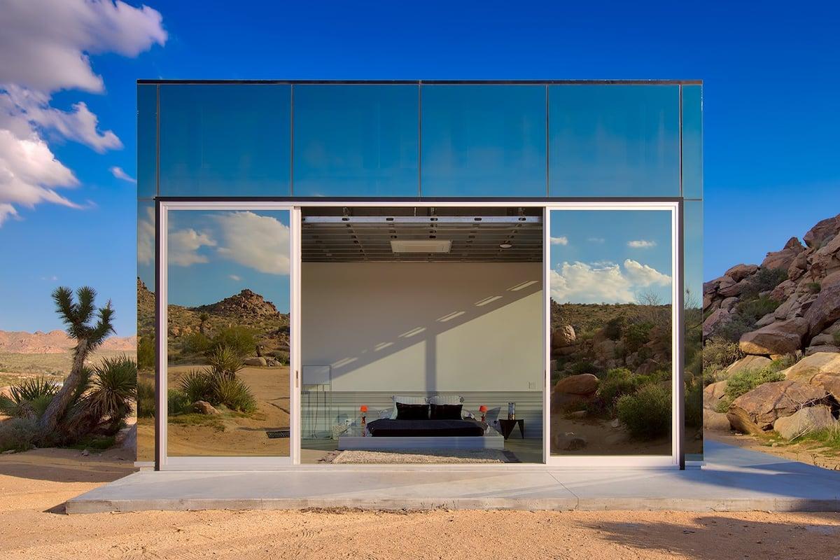 Khám phá ngôi nhà 'vô hình' giữa vùng sa mạc rộng lớn ở Mỹ - Ảnh 2.