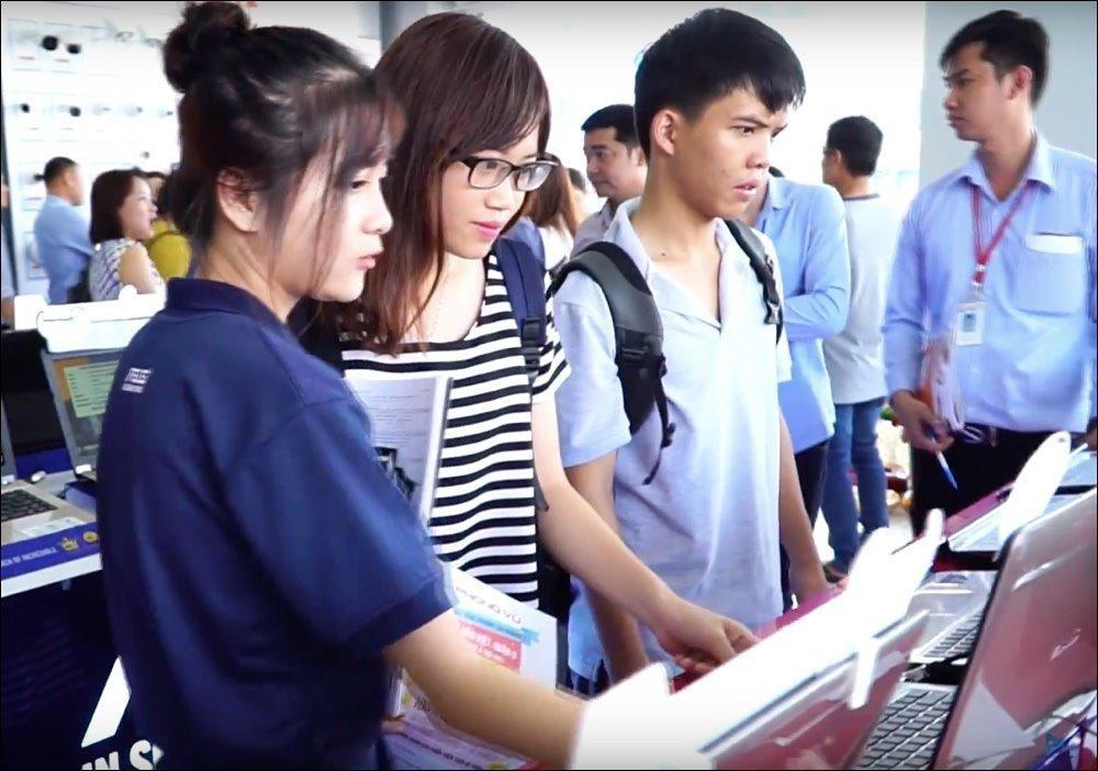 Laptop-giam-gia-thang-10-Asus-da-dang-san-pham-Dell-it-mau-nhung-dang-quan-tam 1