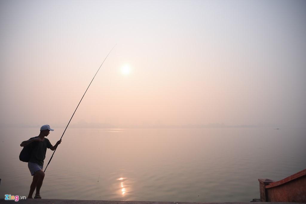 Hà Nội mù mịt trong ngày chỉ số ô nhiễm không khí cao kỉ lục - Ảnh 2.