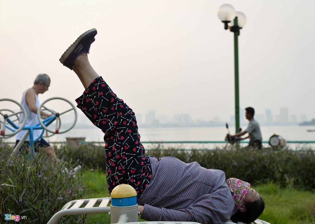 Hà Nội mù mịt trong ngày chỉ số ô nhiễm không khí cao kỉ lục - Ảnh 6.