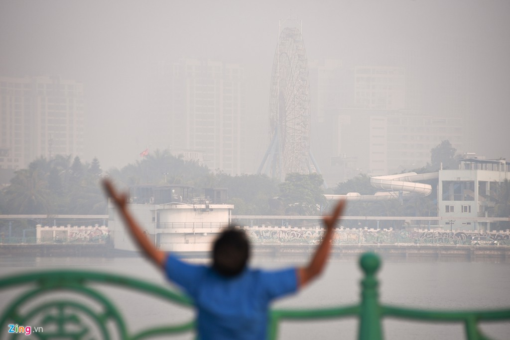 Hà Nội mù mịt trong ngày chỉ số ô nhiễm không khí cao kỉ lục - Ảnh 7.
