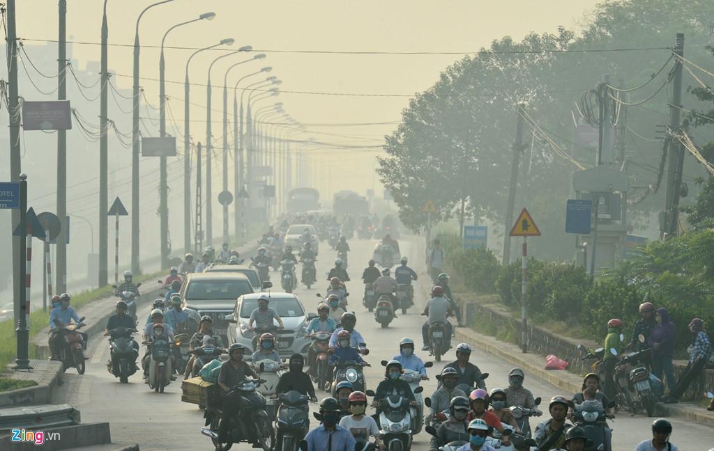 Hà Nội mù mịt trong ngày chỉ số ô nhiễm không khí cao kỉ lục - Ảnh 8.