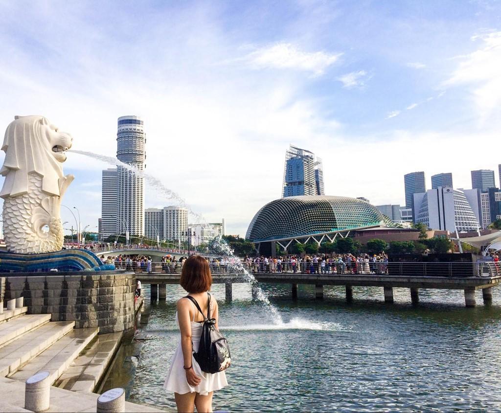Singapore, Pháp phạt tiền, bỏ tù người khỏa thân nơi du lịch - Ảnh 1.