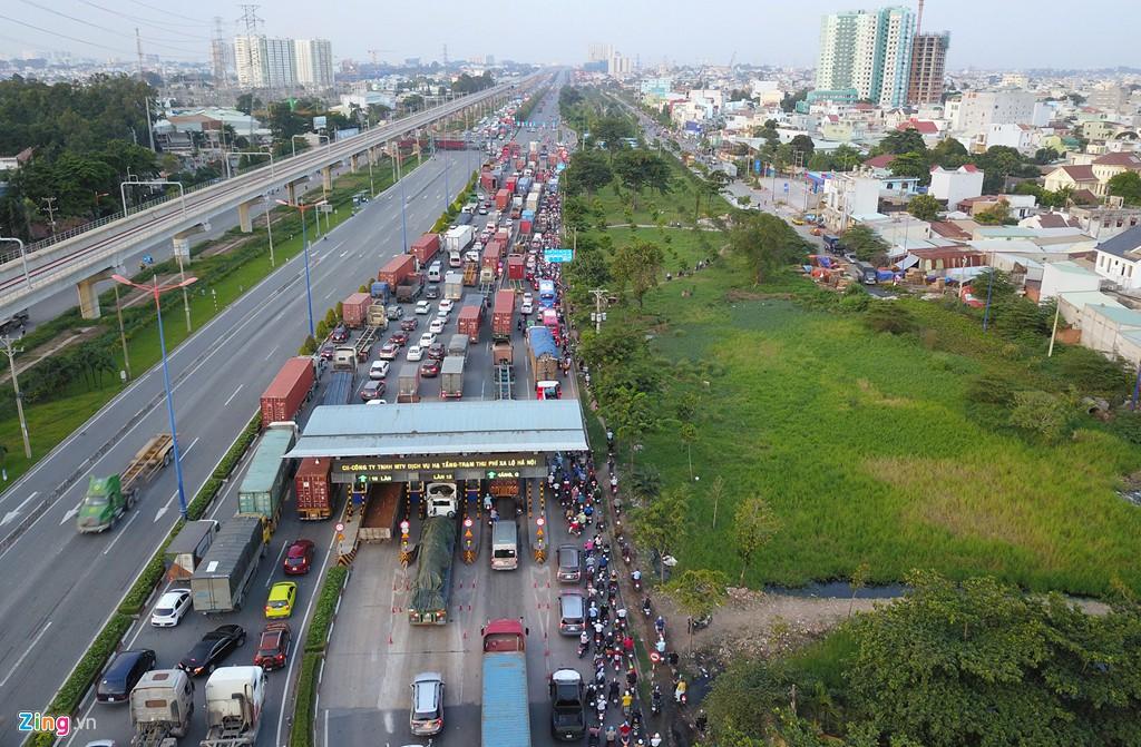 Xe container bịt kín cửa ngõ quan trọng nhất của Sài Gòn - Ảnh 12.