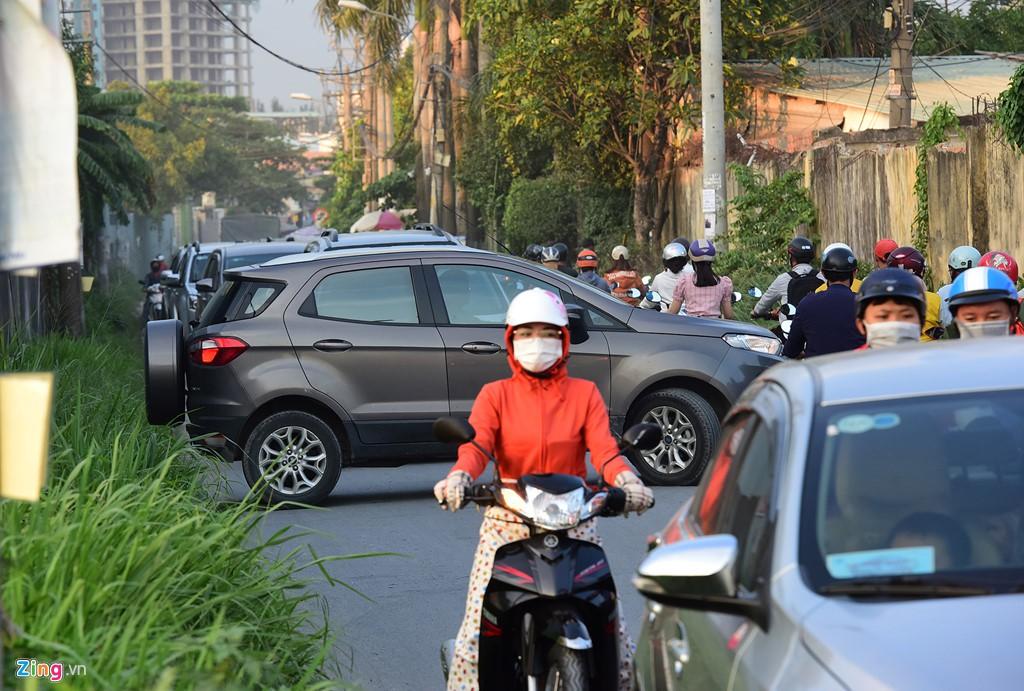 Xe container bịt kín cửa ngõ quan trọng nhất của Sài Gòn - Ảnh 14.
