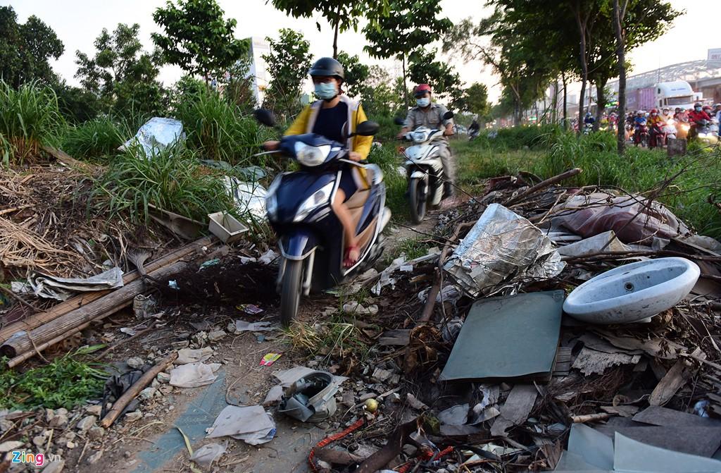 Xe container bịt kín cửa ngõ quan trọng nhất của Sài Gòn - Ảnh 17.