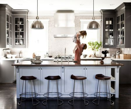 MoMo-Productions-kitchen-motherdaughter-56a2e1f73df78cf7727aeb30
