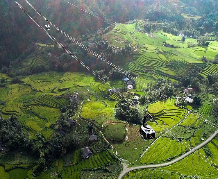 Thung lũng Mường Hoa nhìn từ cáp treo Fansipan