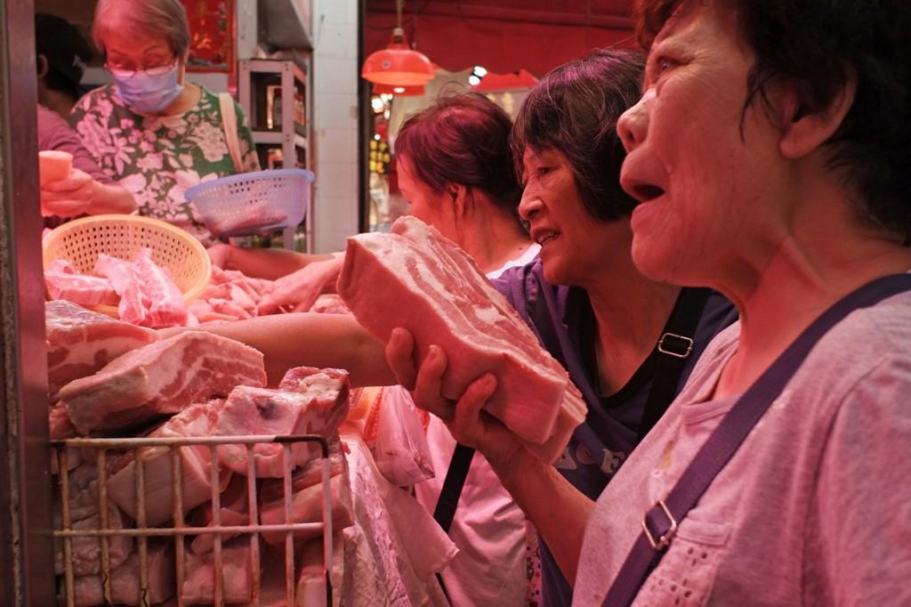 Giá thịt lợn leo thang buộc Trung Quốc kí thỏa thuận với ông Trump? - Ảnh 1.