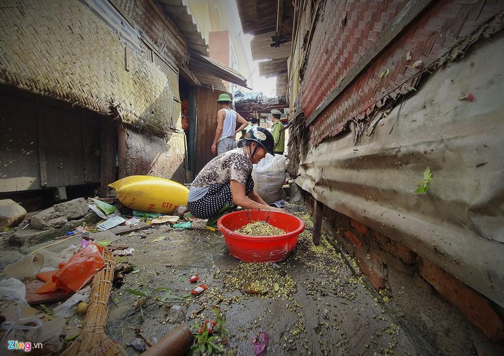 Tiểu thương mếu máo vì hàng hóa hư hỏng sau đợt mưa ngập tới nóc - Ảnh 5.