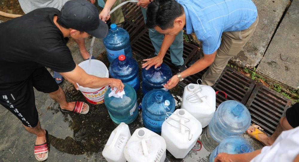 Vì sao Hà Nội phải mua nước sạch sông Đuống với giá cao hơn sông Đà? - Ảnh 1.