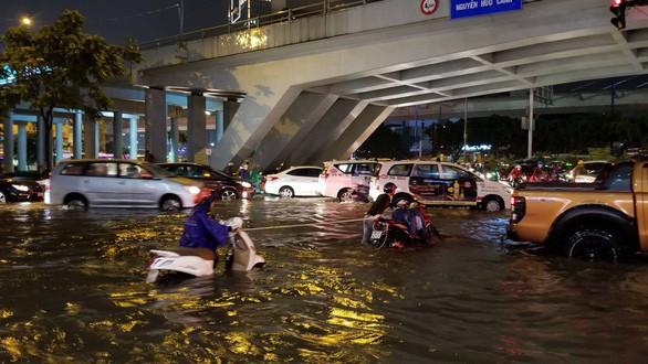 Sở Xây dựng rà soát hiệu quả 'siêu máy bơm chống ngập đường Nguyễn Hữu Cảnh - Ảnh 1.