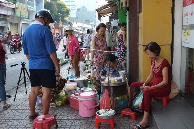 Gánh tàu hũ 30 năm của người mẹ xứ Quảng giữa Sài Gòn: Không ngon, con sẽ khổ - Ảnh 1.