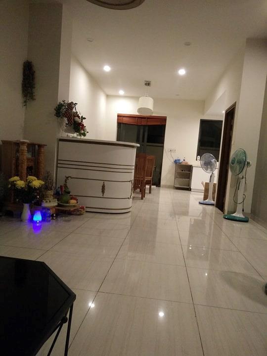 Đặt villa giá rẻ ở Hạ Long, nhóm khách bị đuổi giữa đêm - Ảnh 2.
