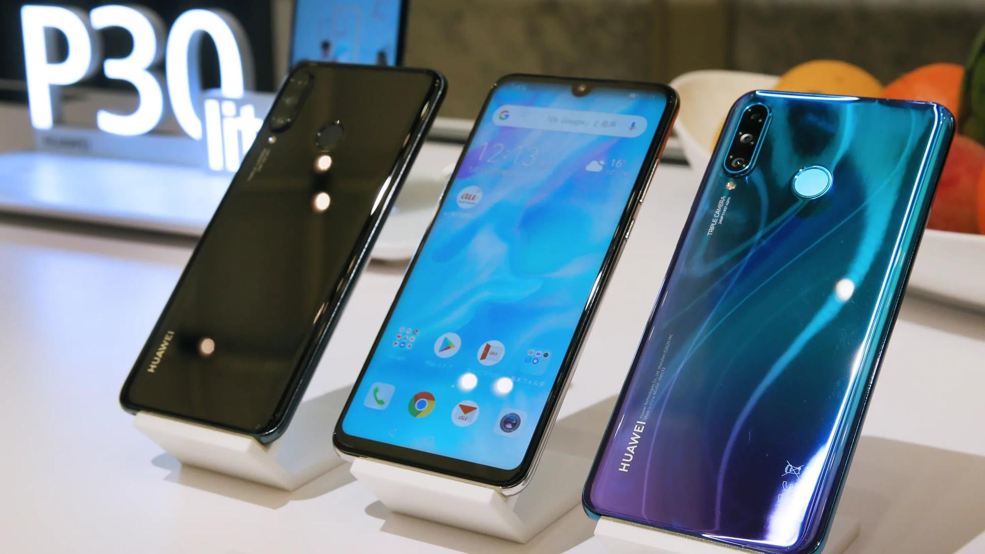 Xo-do-ki-luc-cu-Huawei-ban-duoc-200-trieu-dien-thoai-khi-chua-het-nam-2