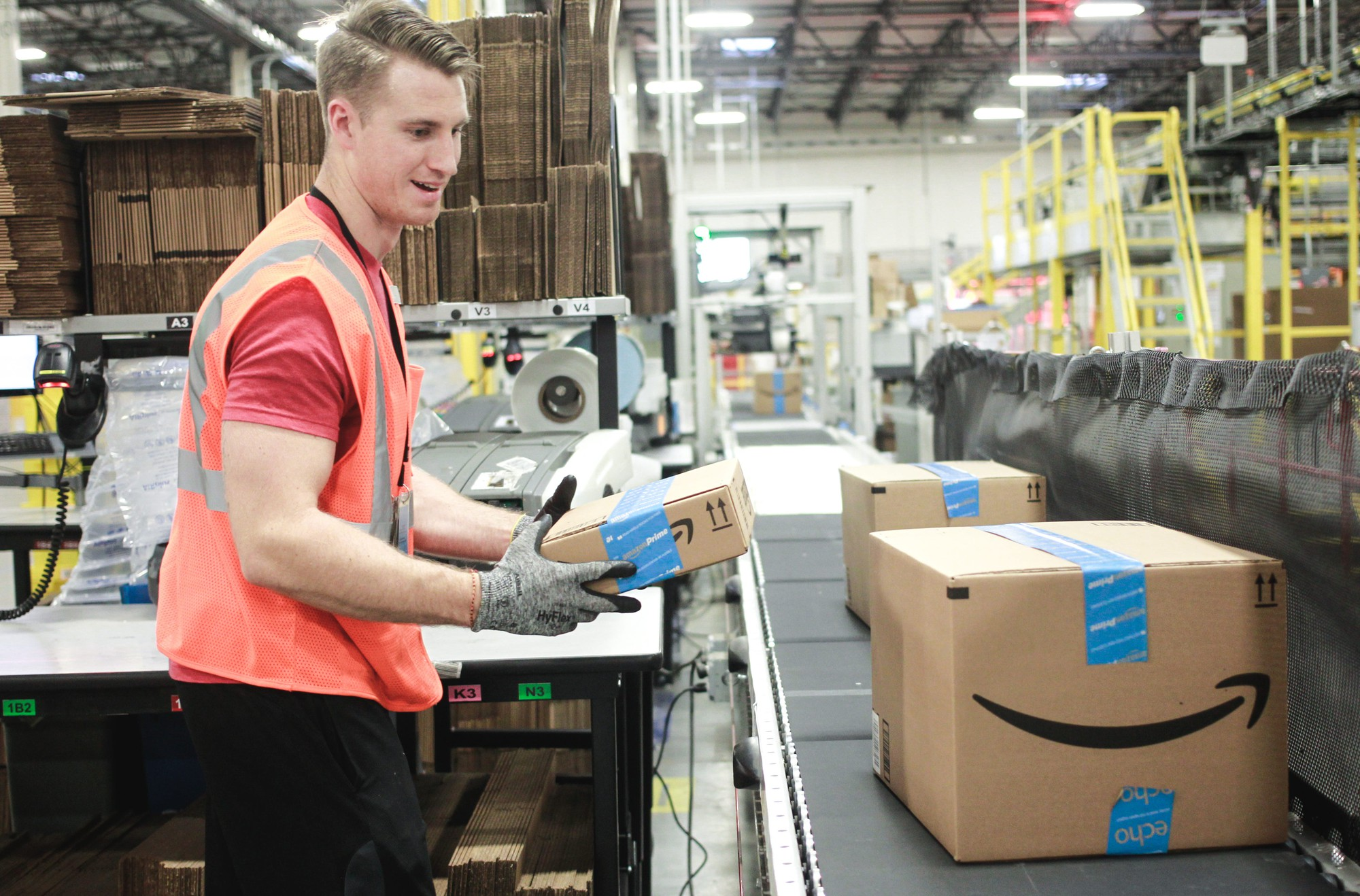 Amazon-ambassadors-program-pays-workers-to-be-positive-on-Twitter