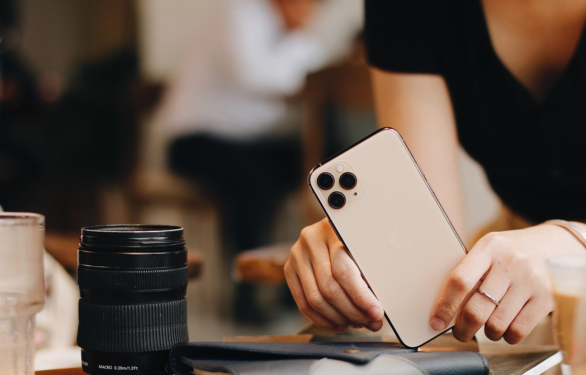 co-nen-mua-iphone-11-xach-tay-khi-gia-dang-ngay-cang-re-1