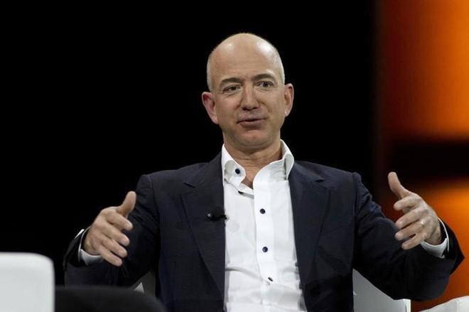 Những lần Bill Gates và Jeff Bezos mất ngôi giàu nhất thế giới - Ảnh 5.