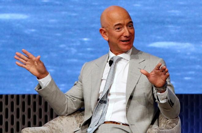 Những lần Bill Gates và Jeff Bezos mất ngôi giàu nhất thế giới - Ảnh 6.