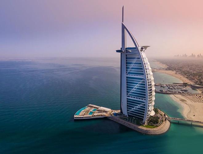 Ngỡ ngàng trước vẻ đẹp của những khách sạn 'sang chảnh' bậc nhất thế giới - Ảnh 1.